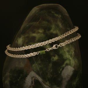 Halsband i äkta 1 mm silvertråd med Jadesten -  Guldsmedens fasa